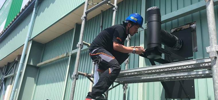 鳥取ストーブの煙突工事